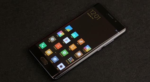 смартфоны +с большим экраном от 6 дюймов, фото: Xiaomi Mi Note 2